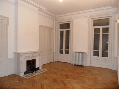 APPARTEMENT T5 A LOUER - ST ETIENNE CENTRE VILLE - 140,41 m2 - 950 € charges comprises par mois