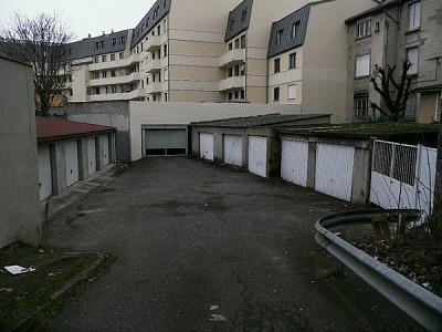 GARAGE A LOUER - ST ETIENNE Terrasse - 64 € charges comprises par mois