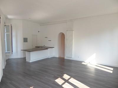 APPARTEMENT T3 A LOUER - ST ETIENNE Place Anatole France - 75,03 m2 - 695 € charges comprises par mois