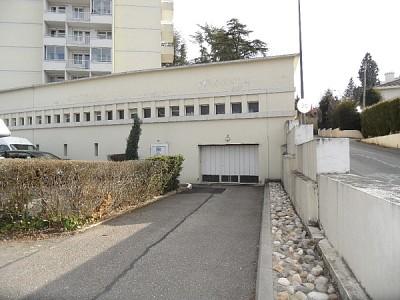GARAGE A LOUER - ST ETIENNE FAURIEL - 1 m2 - 44 € charges comprises par mois