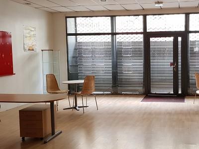LOCAL COMMERCIAL A LOUER - ST ETIENNE PREFECTURE - 124 m2 - 1000 € HC par mois