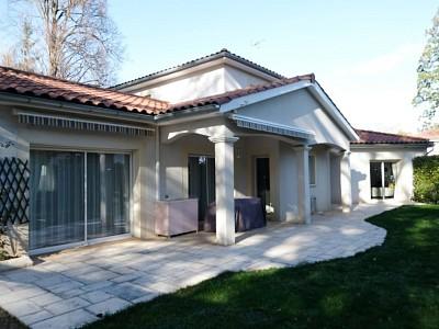 VILLA A VENDRE - ST PRIEST EN JAREZ - 229,31 m2 - 549000 €