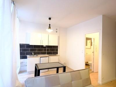 STUDIO A LOUER - ST ETIENNE CENTRE VILLE - 25 m2 - 380 € charges comprises par mois