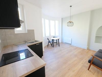 APPARTEMENT T2 A LOUER - ST ETIENNE CENTRE VILLE - 43 m2 - 470 € charges comprises par mois