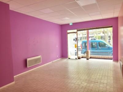 LOCAL COMMERCIAL A LOUER - ST ETIENNE FAURIEL - 43 m2 - 410 € HC par mois