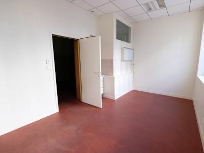 LOCAL COMMERCIAL A LOUER - ST ETIENNE CENTRE VILLE - 99 m2 - 1400 € HC par mois