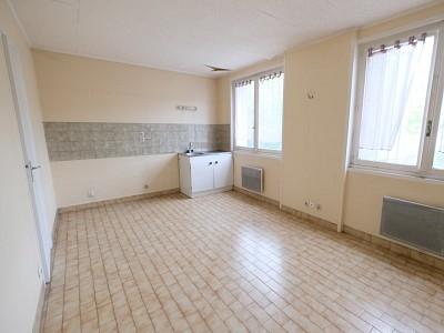STUDIO A VENDRE - ST ETIENNE FACULTE / CENTRE DEUX - 21,4 m2 - 21000 €