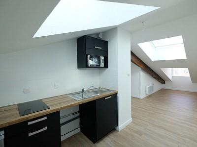 STUDIO A LOUER - ST ETIENNE CENTRE VILLE - 31,16 m2 - 295 € charges comprises par mois