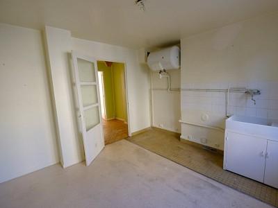 APPARTEMENT T1 A LOUER - ST ETIENNE FACULTE / CENTRE DEUX - 35 m2 - 330 € charges comprises par mois