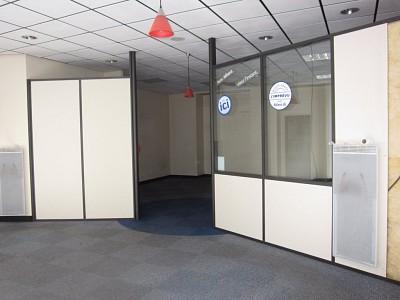 LOCAL COMMERCIAL A LOUER - ST ETIENNE CENTRE VILLE - 130 m2 - 833 € HC par mois