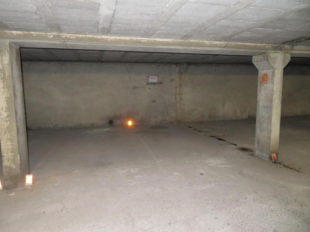 parking st etienne fauriel vendu immobilier st etienne cabinet humbert agence. Black Bedroom Furniture Sets. Home Design Ideas