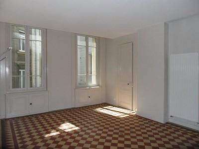 APPARTEMENT T2 A LOUER - ST ETIENNE CENTRE VILLE - 70 m2 - 515 € charges comprises par mois