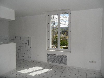 APPARTEMENT T3 A LOUER - ST ETIENNE HAUTEUR DE FAURIEL - 60 m2 - 368 € charges comprises par mois