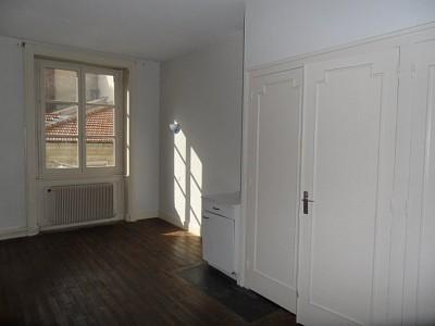 APPARTEMENT T2 A LOUER - ST ETIENNE HOTEL DE VILLE - 66,85 m2 - 395 € charges comprises par mois