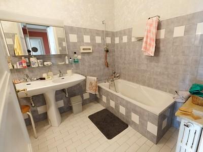 APPARTEMENT T6 A VENDRE - ST ETIENNE FACULTE / CENTRE DEUX - 157,62 m2 - 169000 €