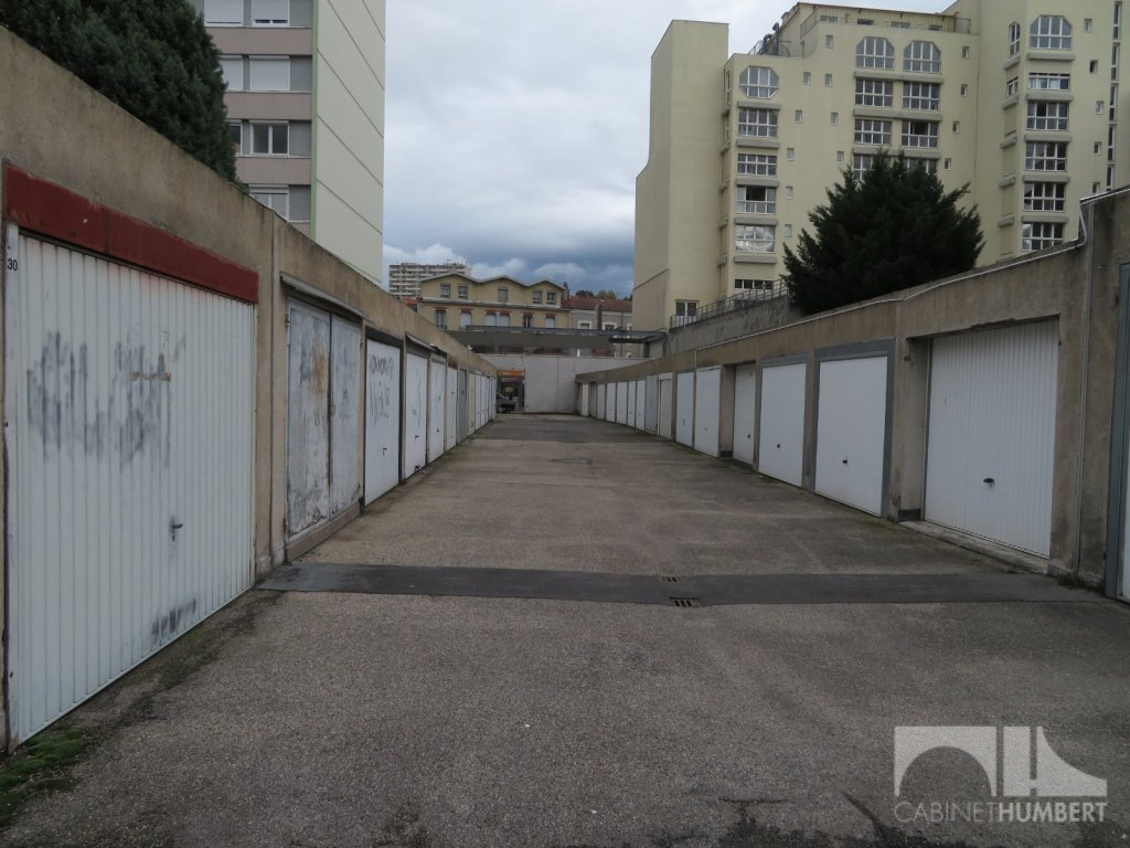 GARAGE A VENDRE - ST ETIENNE BELLEVUE - 7000 €