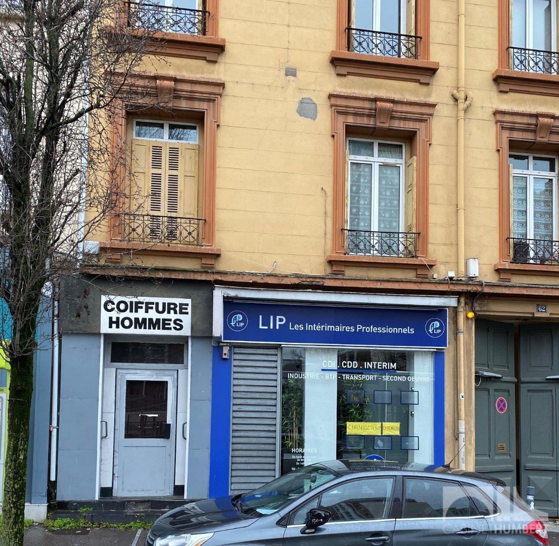 LOCAL COMMERCIAL A LOUER - ST ETIENNE FACULTE / CENTRE DEUX - 53 m2 - 500 € HC et HT par mois