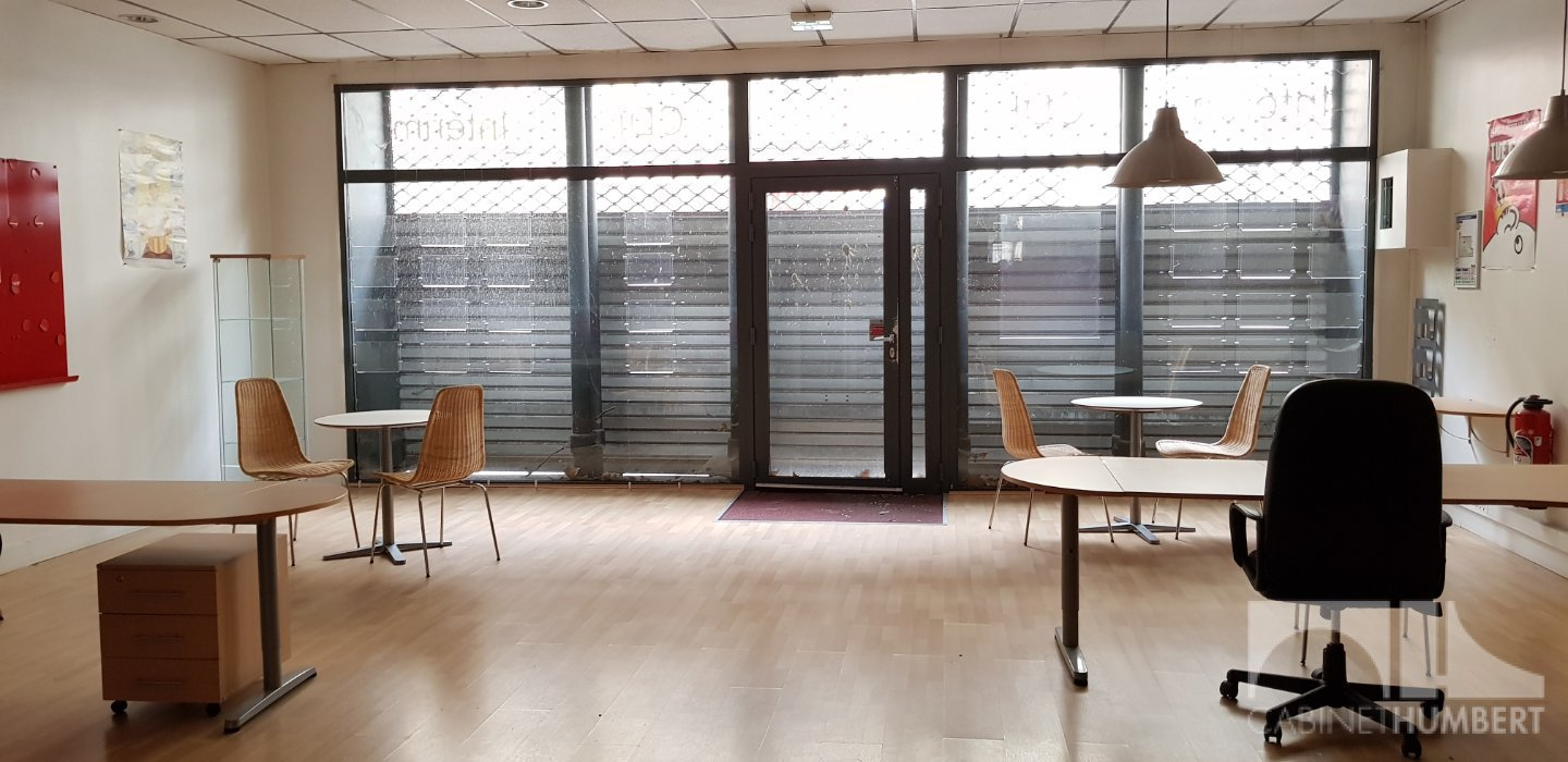 LOCAL COMMERCIAL - ST ETIENNE PREFECTURE - 124 m2 - 1 000 € HC par mois