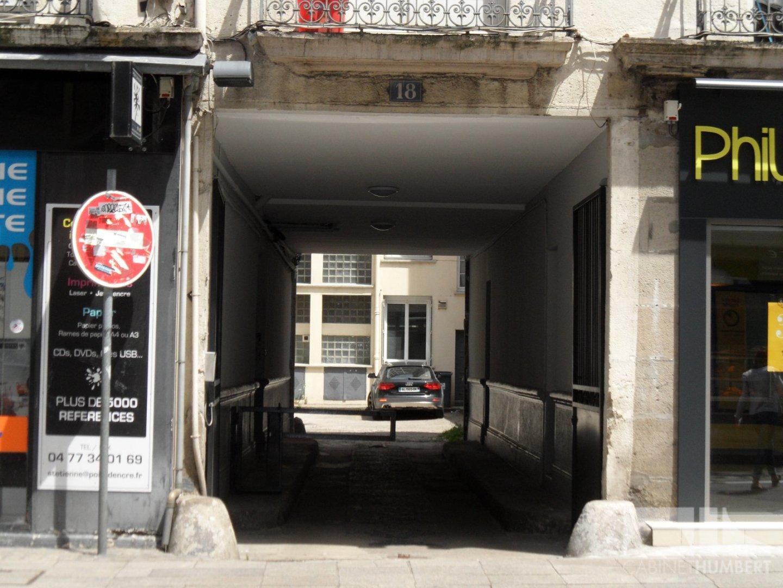 PARKING EXTERIEUR - ST ETIENNE CENTRE VILLE - LOUÉ