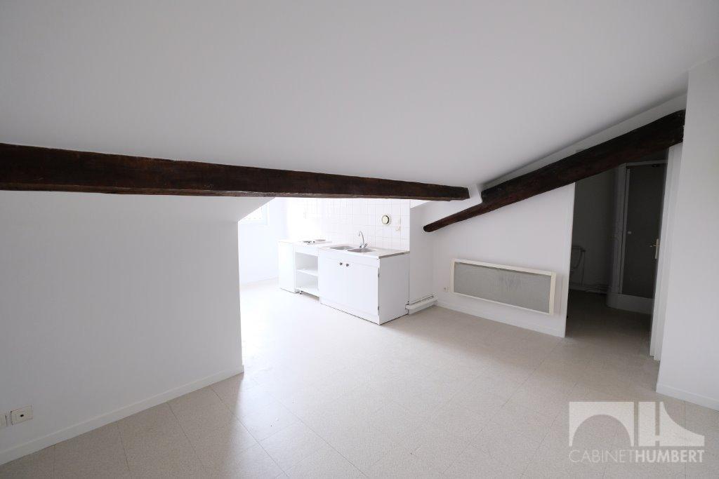 STUDIO A LOUER - ST ETIENNE BADOUILLÈRE - 28 m2 - 285 € charges comprises par mois