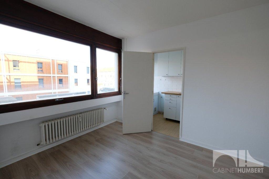 STUDIO A LOUER - ST ETIENNE BELLEVUE - 23,4 m2 - 330 € charges comprises par mois