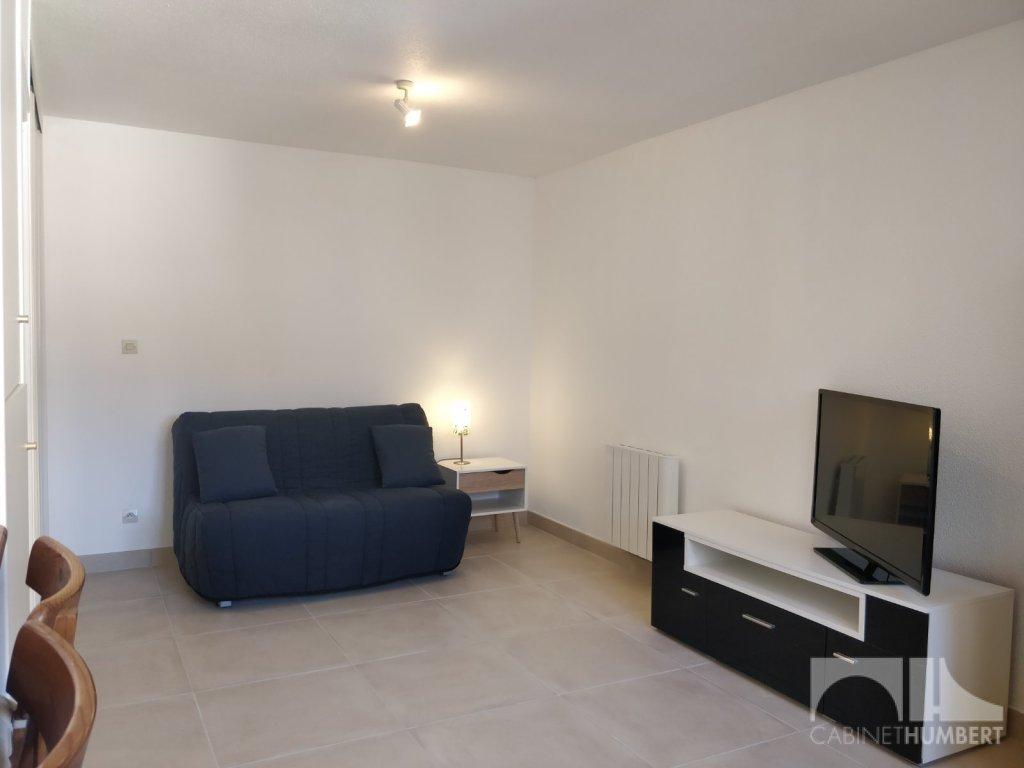 STUDIO A LOUER - ST ETIENNE BELLEVUE - 30 m2 - 395 € charges comprises par mois