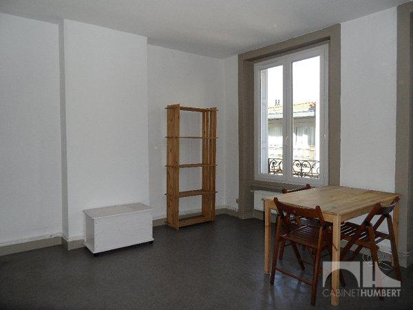 STUDIO A LOUER - ST ETIENNE CENTRE VILLE - 27,83 m2 - 325 € charges comprises par mois