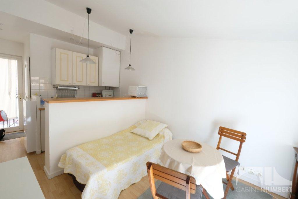 STUDIO A LOUER - ST ETIENNE CENTRE VILLE - 18,2 m2 - 360 € charges comprises par mois