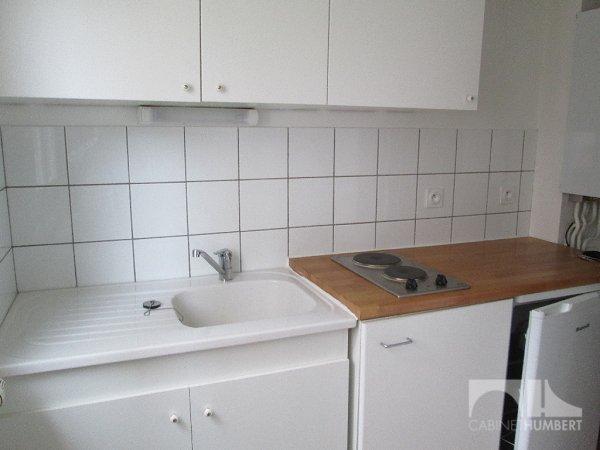 STUDIO A LOUER - ST ETIENNE FAURIEL - 30 m2 - 340 € charges comprises par mois