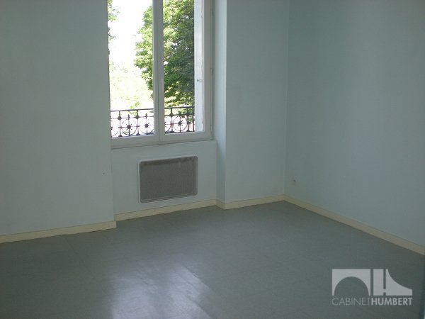 APPARTEMENT T1 A LOUER - ST ETIENNE FAURIEL - 31,66 m2 - 296 € charges comprises par mois