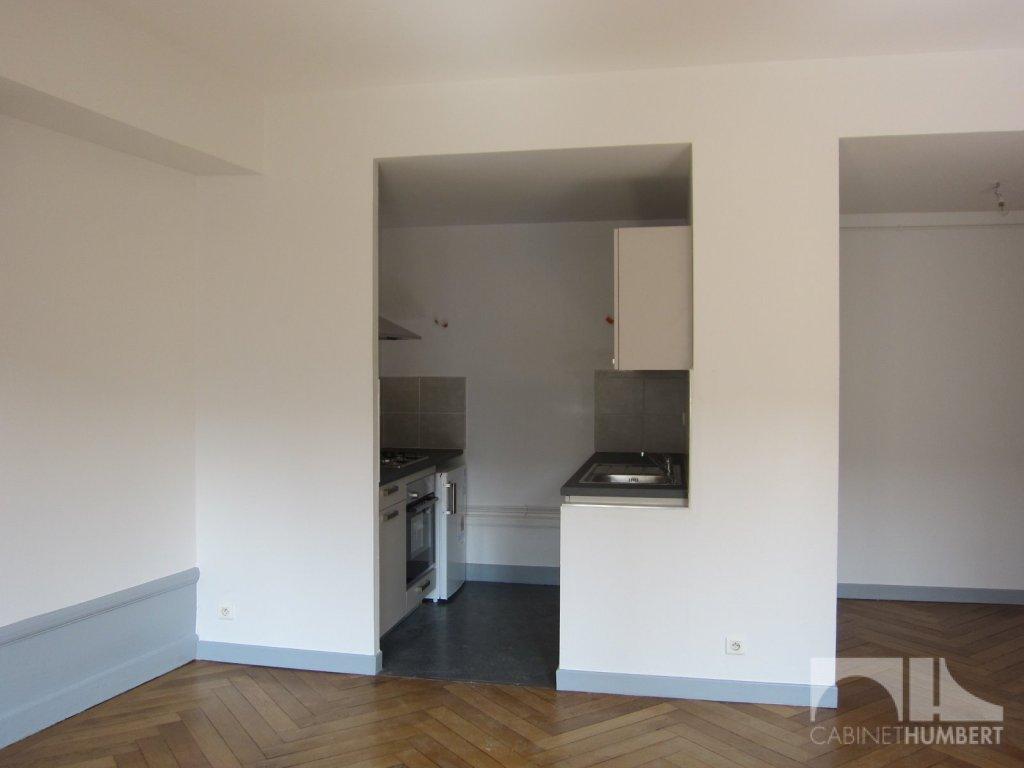 APPARTEMENT T2 A LOUER - ST ETIENNE CENTRE VILLE - 58,61 m2 - 460 € charges comprises par mois