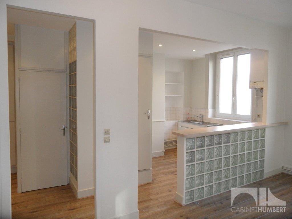 APPARTEMENT T2 A LOUER - ST ETIENNE CENTRE VILLE - 49,11 m2 - 425 € charges comprises par mois
