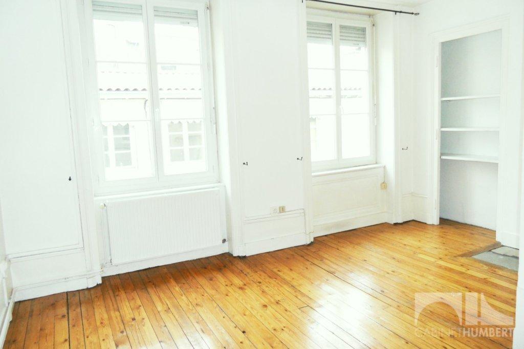 APPARTEMENT T2 - ST ETIENNE CENTRE VILLE - 57 m2 - 425 € charges comprises par mois
