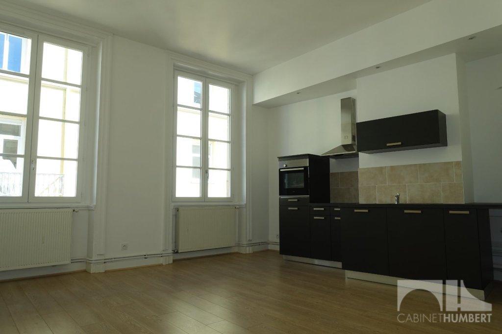 APPARTEMENT T2 A LOUER - ST ETIENNE CENTRE VILLE - 47,26 m2 - 495 € charges comprises par mois