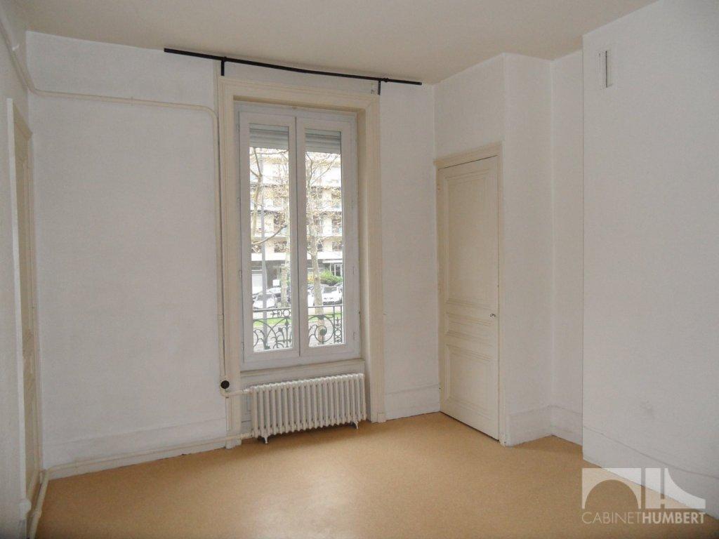 APPARTEMENT T2 A LOUER - ST ETIENNE FAURIEL - 43,49 m2 - 302 € charges comprises par mois