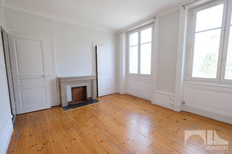 APPARTEMENT T2 - ST ETIENNE BADOUILLÈRE - 72,8 m2 - 115000 €