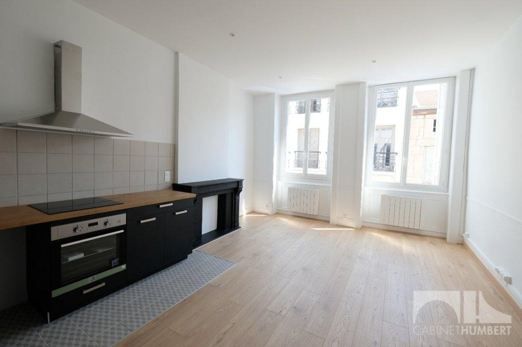 APPARTEMENT T3 A LOUER - ST ETIENNE CENTRE VILLE - 53 m2 - 550 € charges comprises par mois