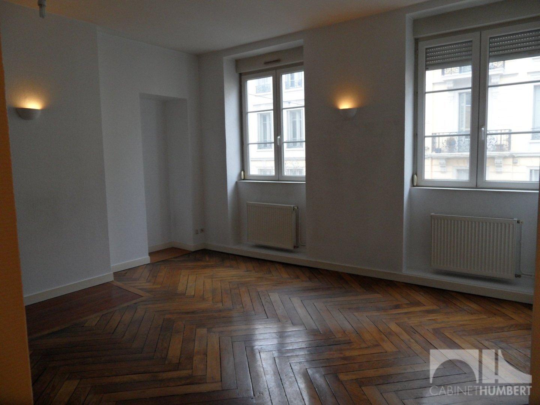 APPARTEMENT T3 A LOUER - ST ETIENNE CENTRE VILLE - 57,51 m2 - 480 € charges comprises par mois