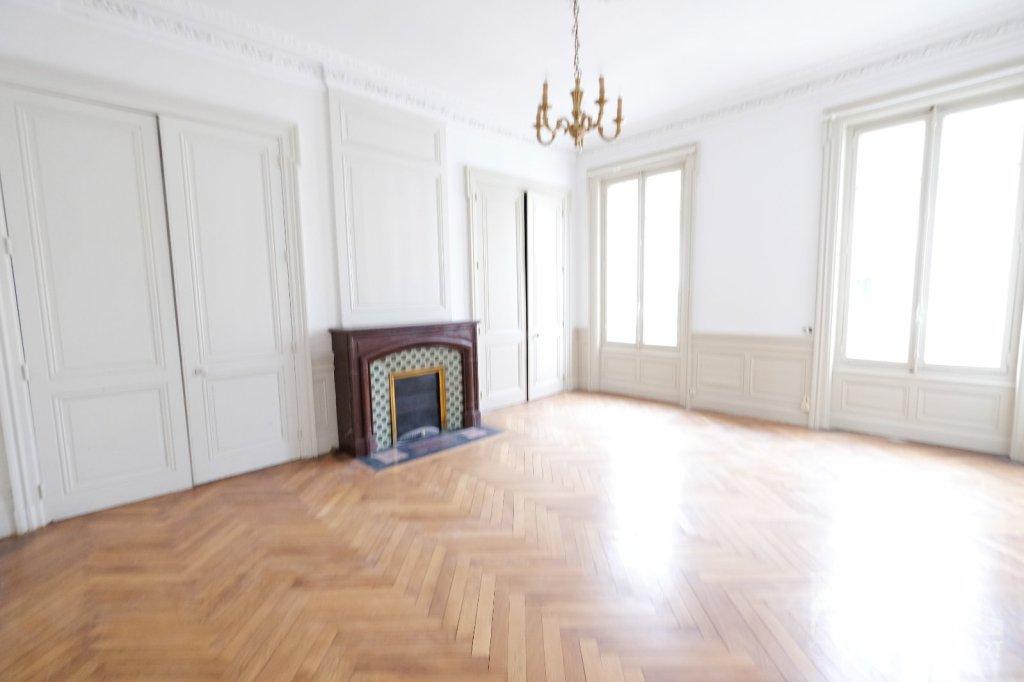 APPARTEMENT T3 A VENDRE - ST ETIENNE CENTRE VILLE - 112,86 m2 - 109000 €
