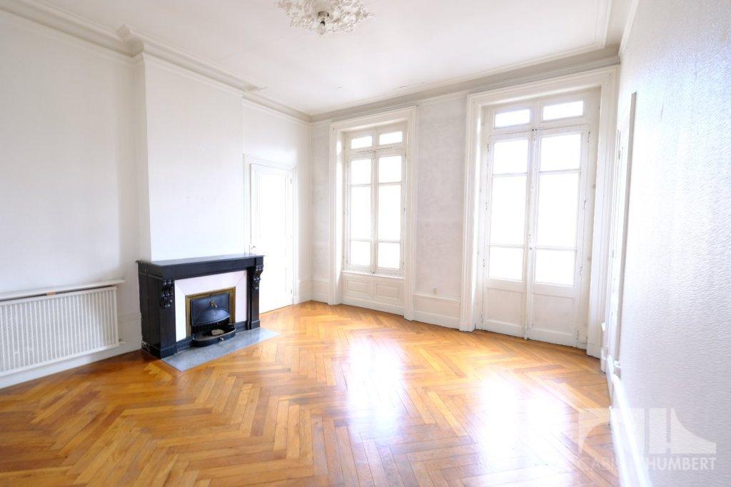 APPARTEMENT T4 A LOUER - ST ETIENNE BADOUILLERE - 109,04 m2 - 840 € charges comprises par mois