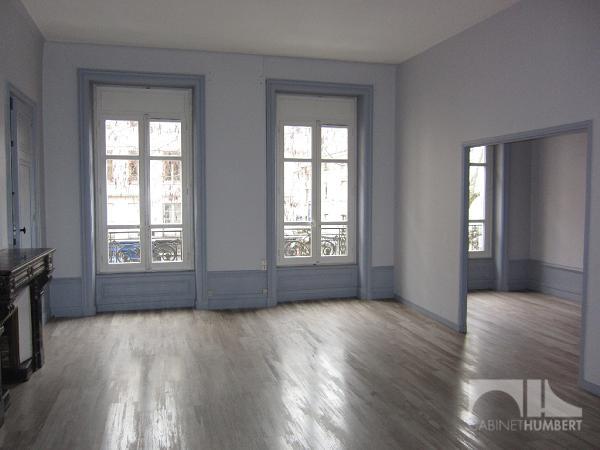 CENTRE VILLE A LOUER - ST ETIENNE CENTRE VILLE - 128,84 m2 - 725 € charges comprises par mois