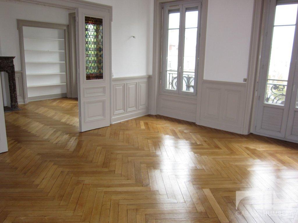 APPARTEMENT T5 A LOUER - ST ETIENNE CENTRE VILLE - 167,26 m2 - 875 € charges comprises par mois