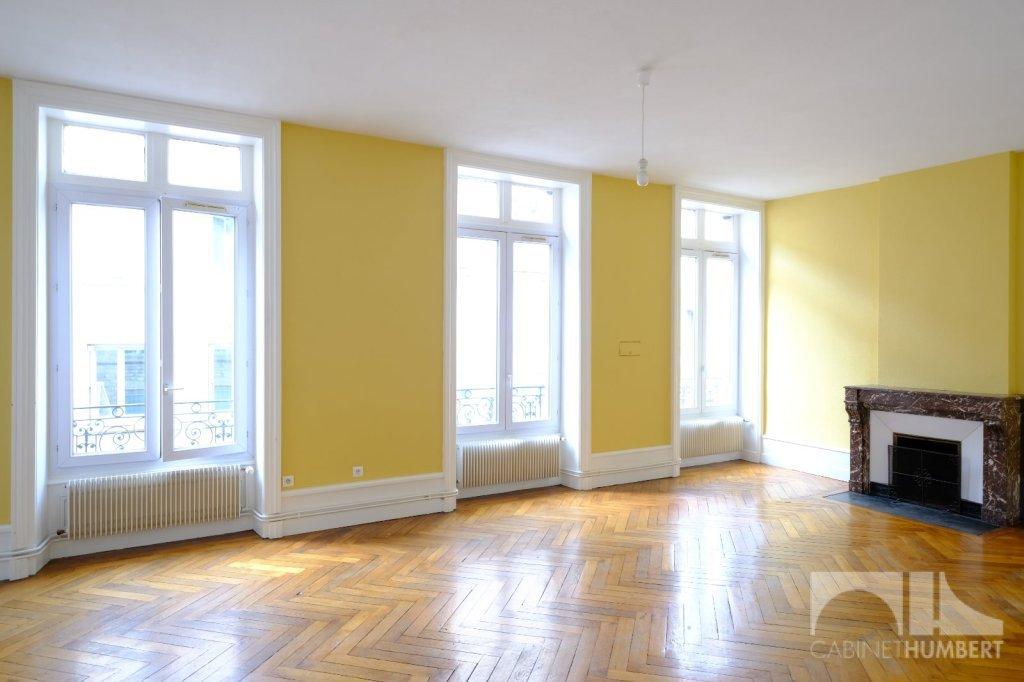 APPARTEMENT T5 A LOUER - ST ETIENNE CENTRE VILLE - 137,55 m2 - 790 € charges comprises par mois