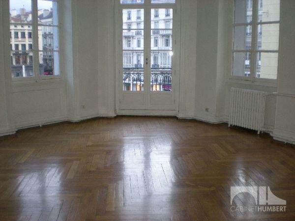 APPARTEMENT T6 A LOUER - ST ETIENNE PLACE DORIAN - 164,61 m2 - 990 € charges comprises par mois