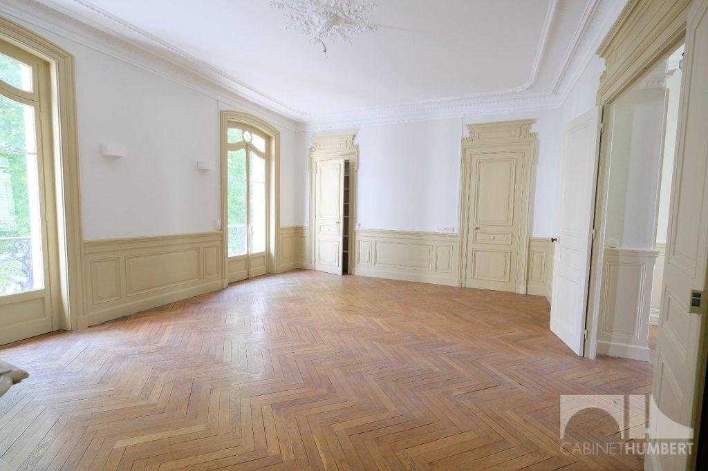 APPARTEMENT T7 A LOUER - ST ETIENNE BADOUILLÈRE - 220 m2 - 1400 € charges comprises par mois